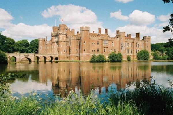 Herstmonceux_Castle_-_geograph.org.uk_-_457818